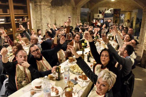 Il Bagna Cauda Day più forte del maltempo: oltre 15 mila fujot accesi